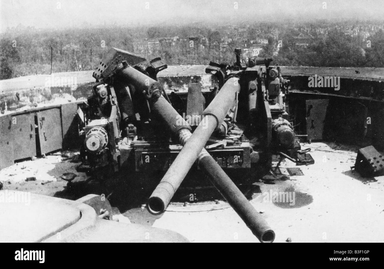 Demolished Guns, Berlin 1945. - Stock Image