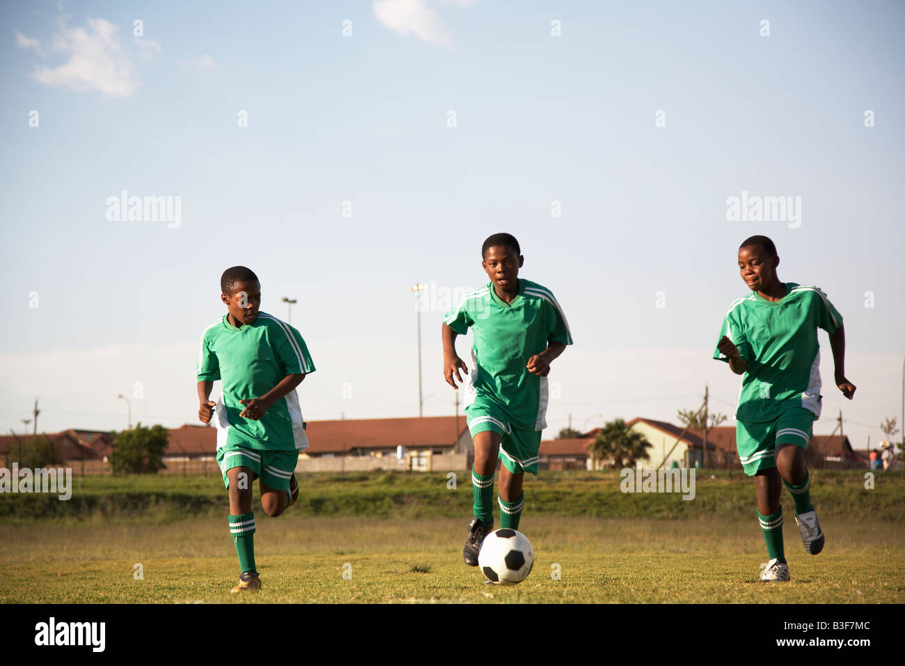 13MA-038 © Monkeyapple  aFRIKA Collection  Great Stock !  Young team playing soccer - Stock Image