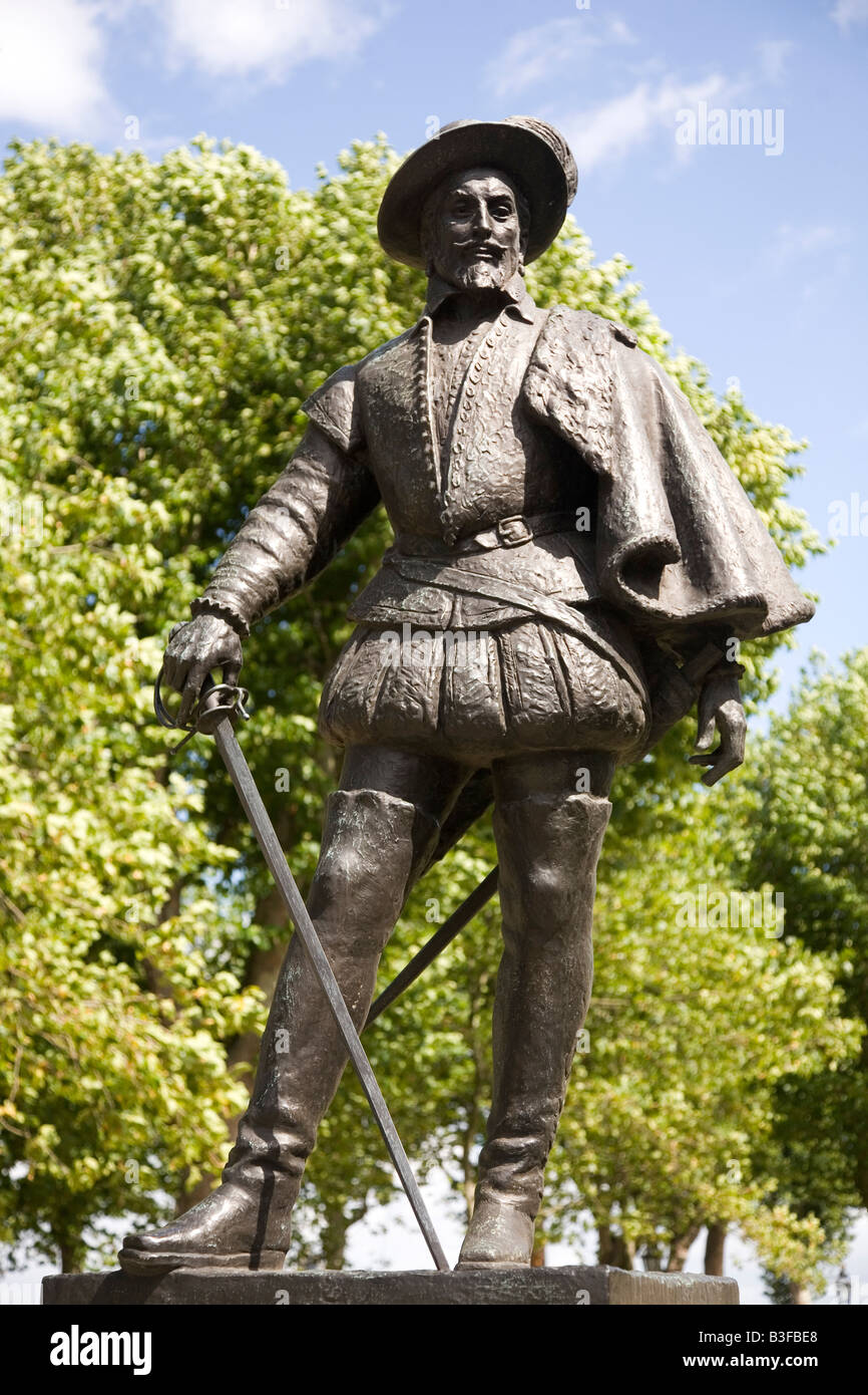 The statue of Sir Walter Raleigh in Greenwich, England. - Stock Image