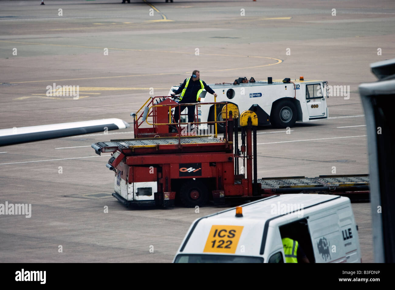 Luggage Handler Manchester Airport - Stock Image