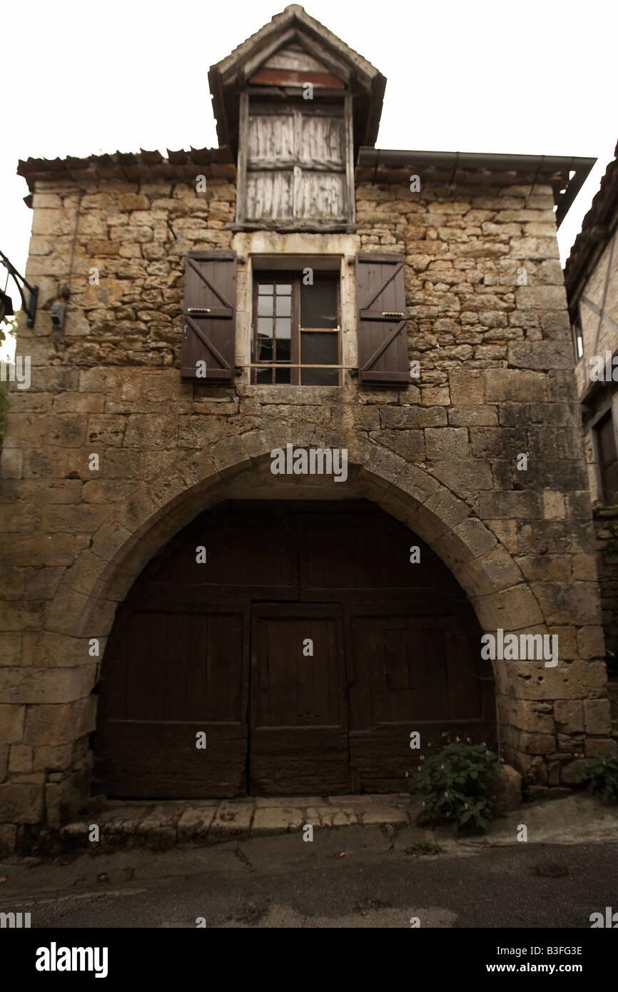 Archway in Lapopie Lot Vallee du Lot Saint Cirq Lapopie The old village of Lapopie Midi Pyrenees France Europe - Stock Image