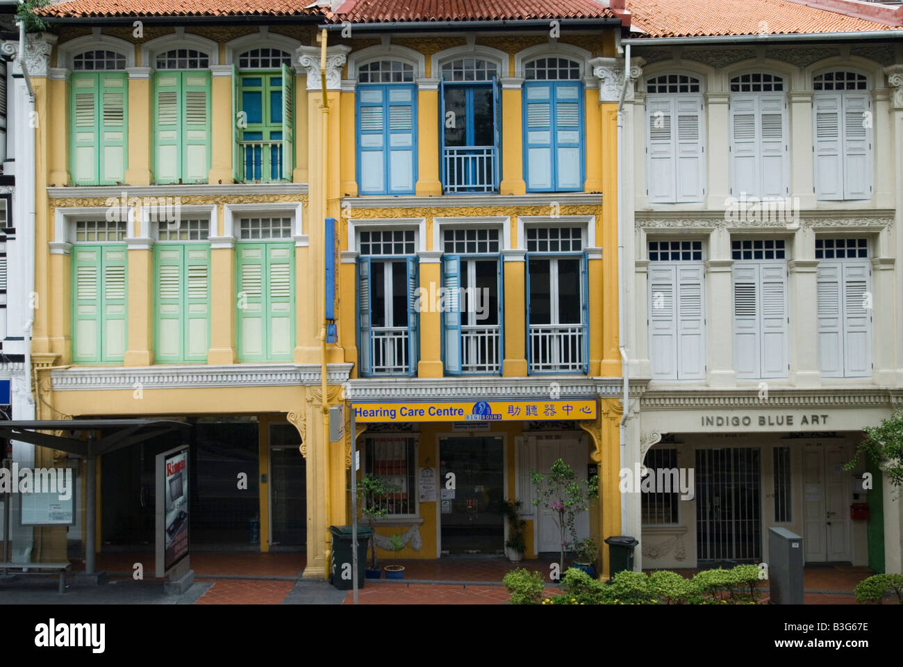 Renovated brightly painted shophouses in Chinatown, Singapore - Stock Image