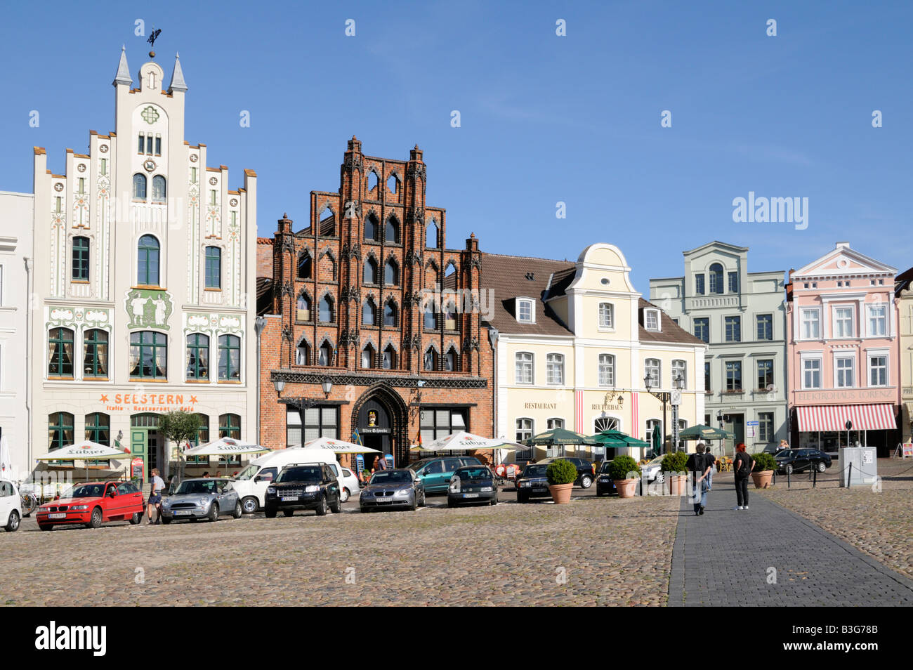Marktplatz in Wismar Mecklenburg Vorpommern Deutschland Market square in Wismar Mecklenburg Western Pomerania Germany - Stock Image