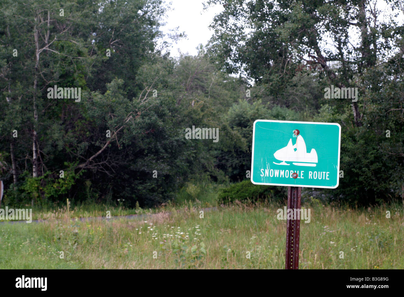 Snowmobile route marker Wisconsin - Stock Image