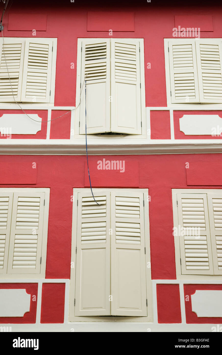 Red and white building facade Chinatown, Singapore - Stock Image