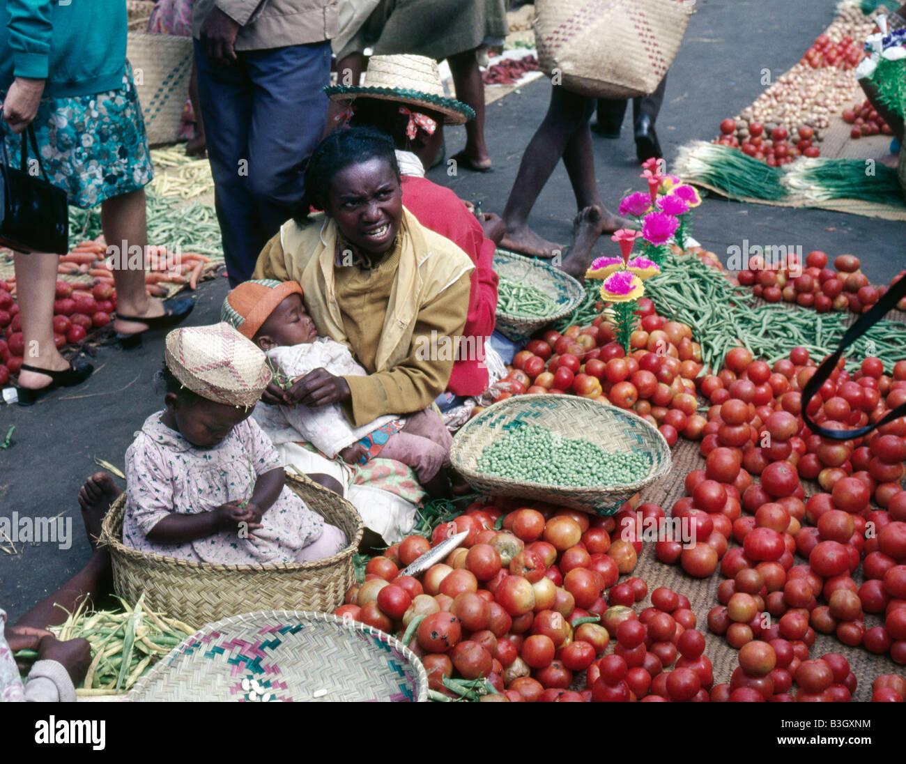 Le jour du marché le zoma dans le quartier de l Analakely à Antananarivo ex Tananarive Madagascar Les - Stock Image