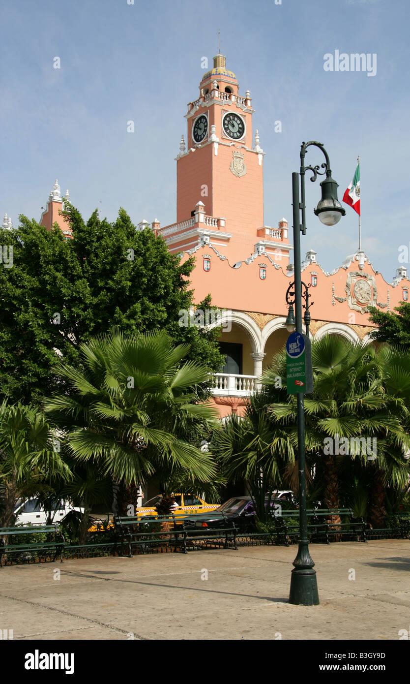 Municipal Palace Plaza de la Independencia, Merida, Yucatan Peninsular, Mexico. Stock Photo