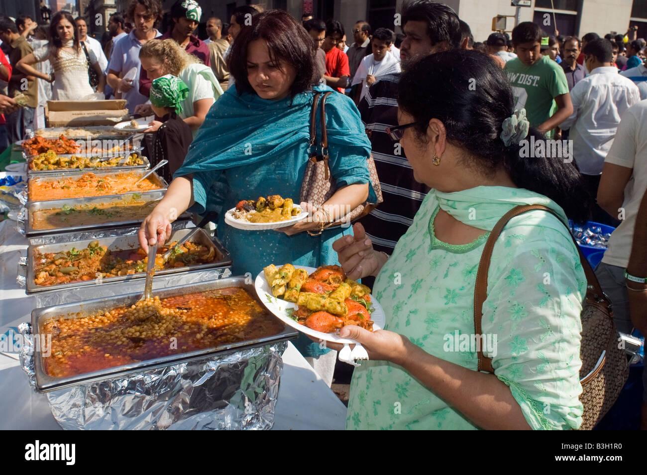 Pakistani Americans gather near Madison Square Park - Stock Image