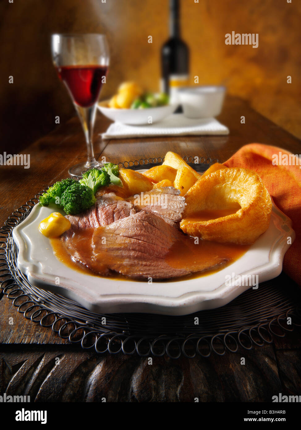 Traditional British roast dinner with roast beef, roast potatoes, yorkshire puddings. 21 days hung - Stock Image