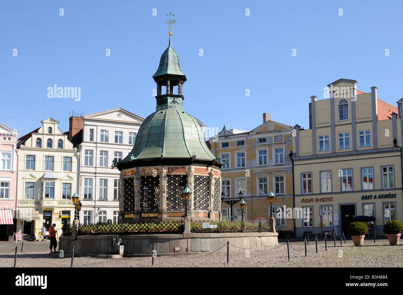 Wasserkunst in Wismar Mecklenburg Vorpommern Deutschland Wasserkunst in Wismar Mecklenburg Western Pomerania Germany Stock Photo