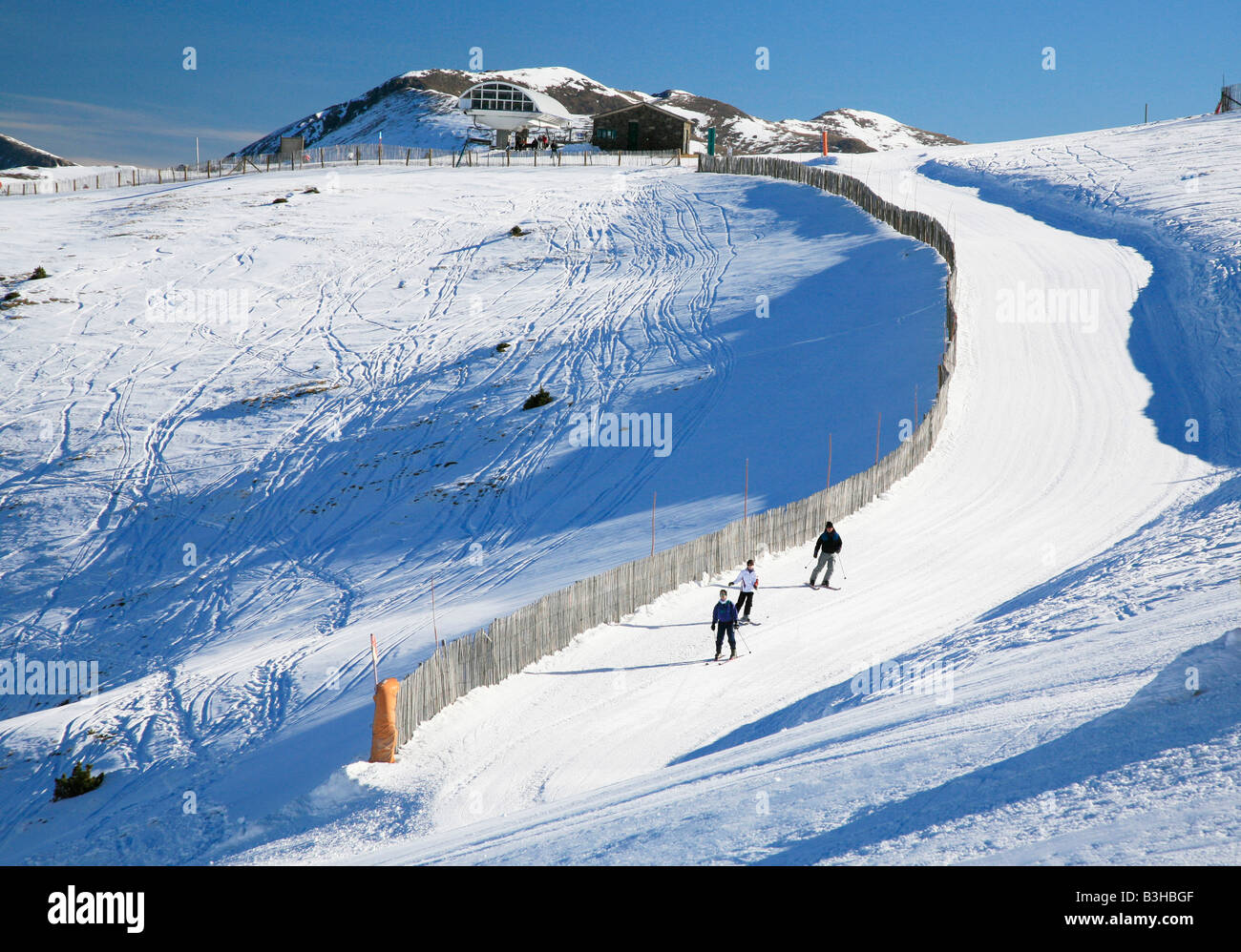 People on narrow piste in Andorra - Stock Image