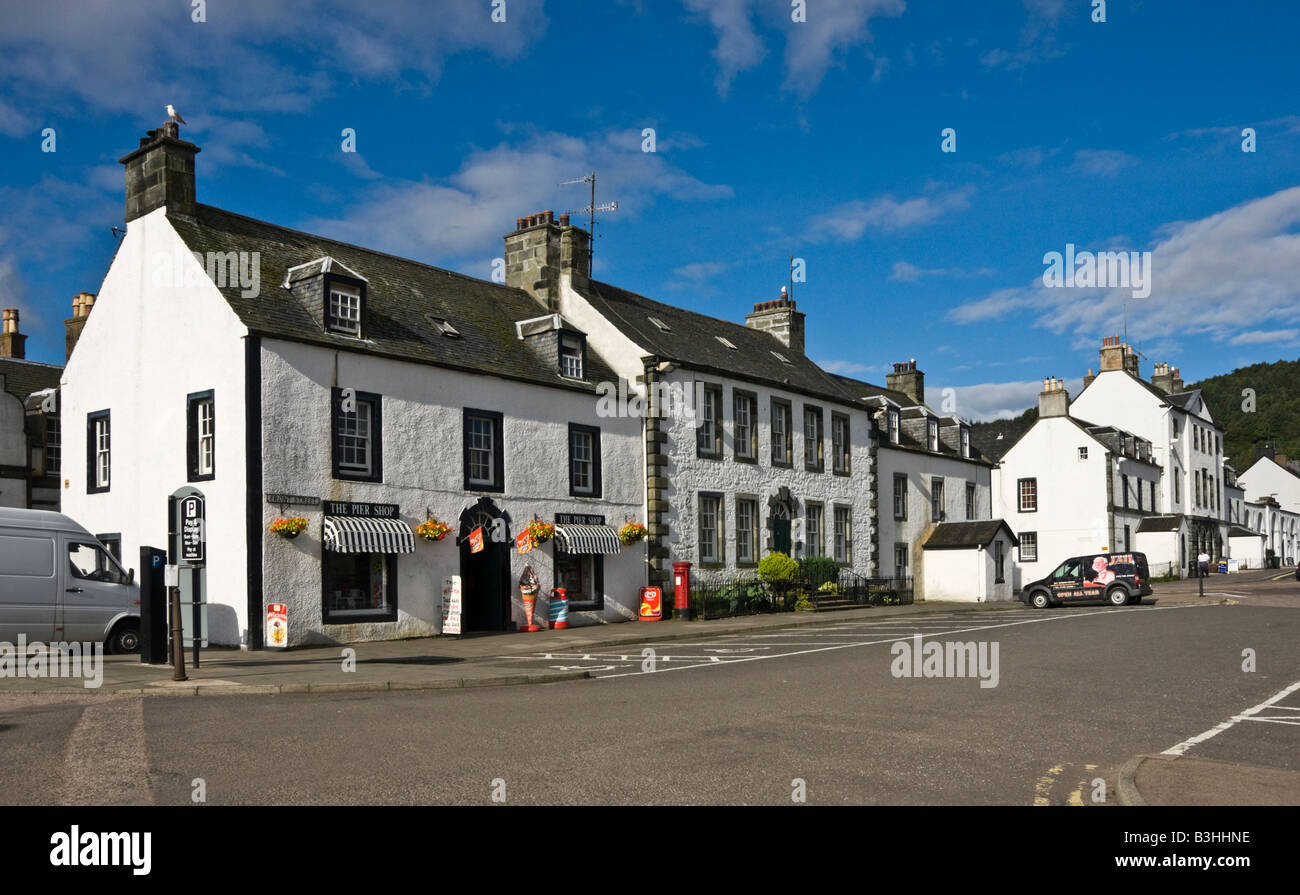 Traditional white housesin Front Street fronting Loch Fyne in Inveraray Argyll Scotland - Stock Image