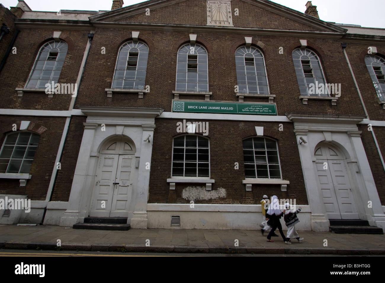 Brick lane The Brick Lane Jamme Mosjid The London Jamme Masjid located in the Spitalfields - Stock Image