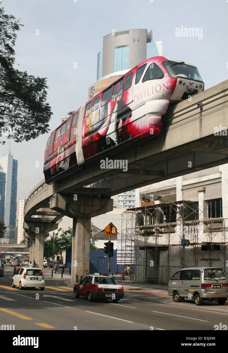 KL monorail with skyscraper Malaysia  April 2008 - Stock Image