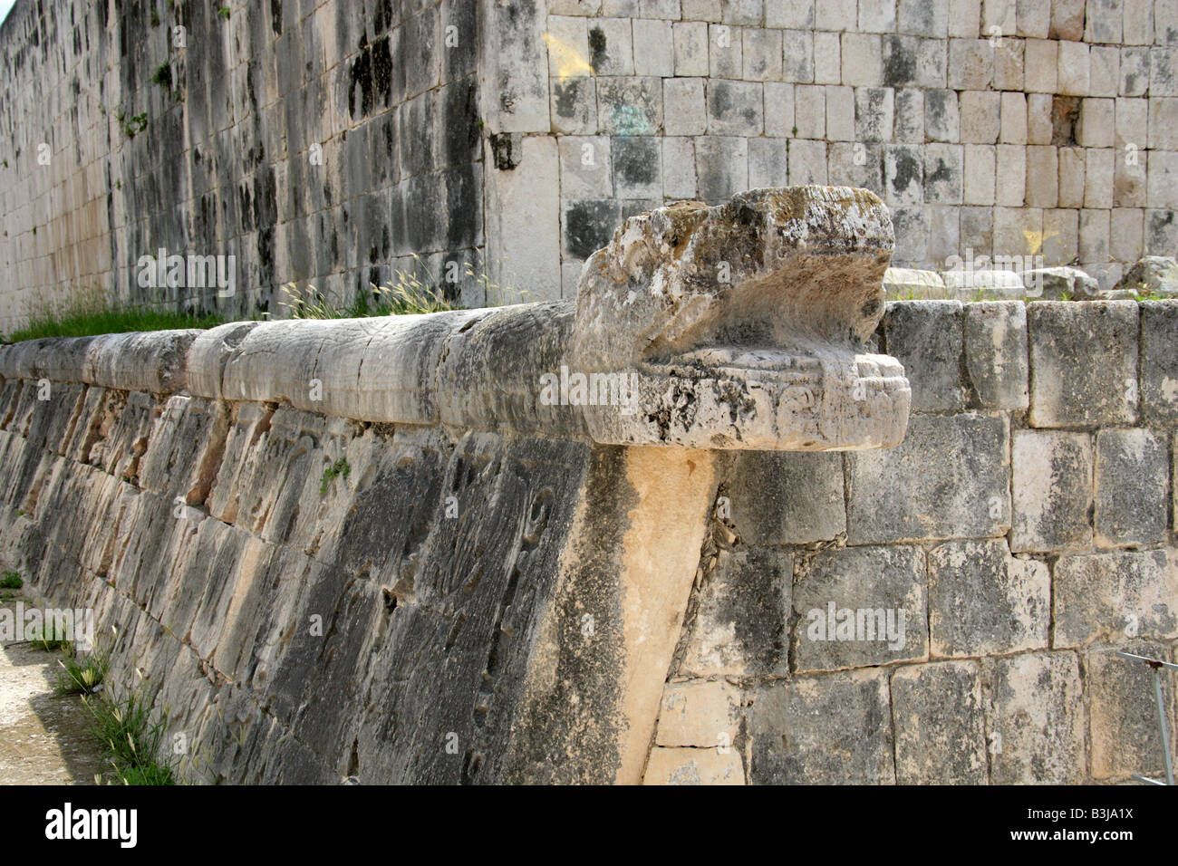 Serpent's Head at the Great Ballcourt, Juego Pelota, Chichen Itza, Yucatan Peninsular, Mexico - Stock Image