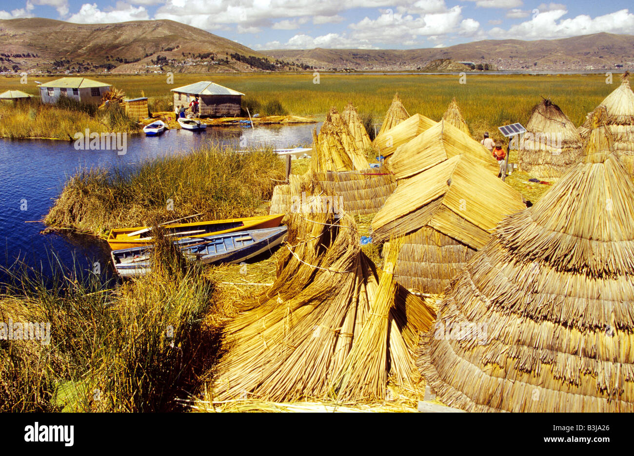 Floating islands and Huts made of reed of the Uros peoples of lake Titikaka aka Titicaca in Puno, Peru - Stock Image