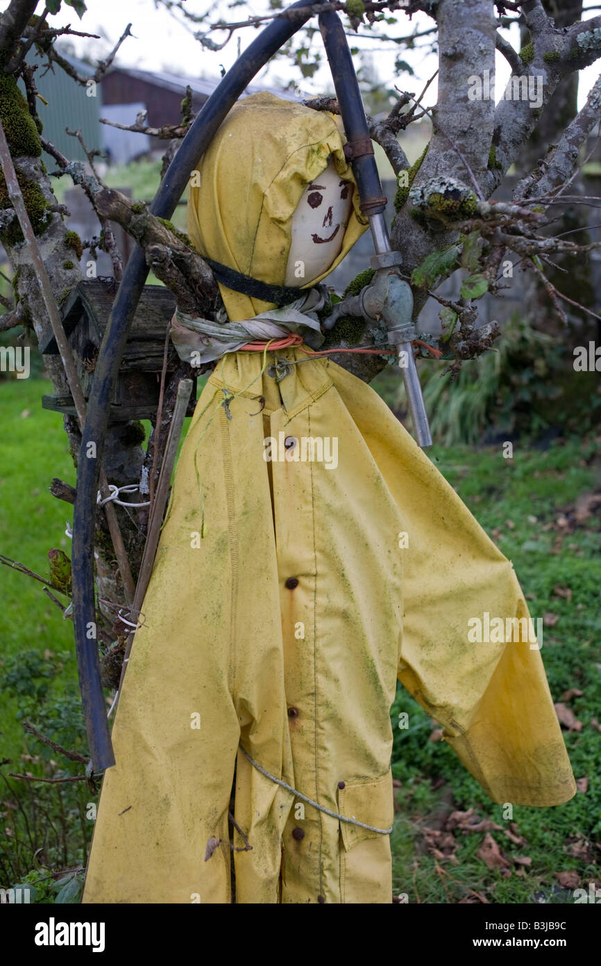Makeshift scarecrow stands pinned against a tree in a garden belonging to respected crofter Angus McHattie, Waterloo, - Stock Image