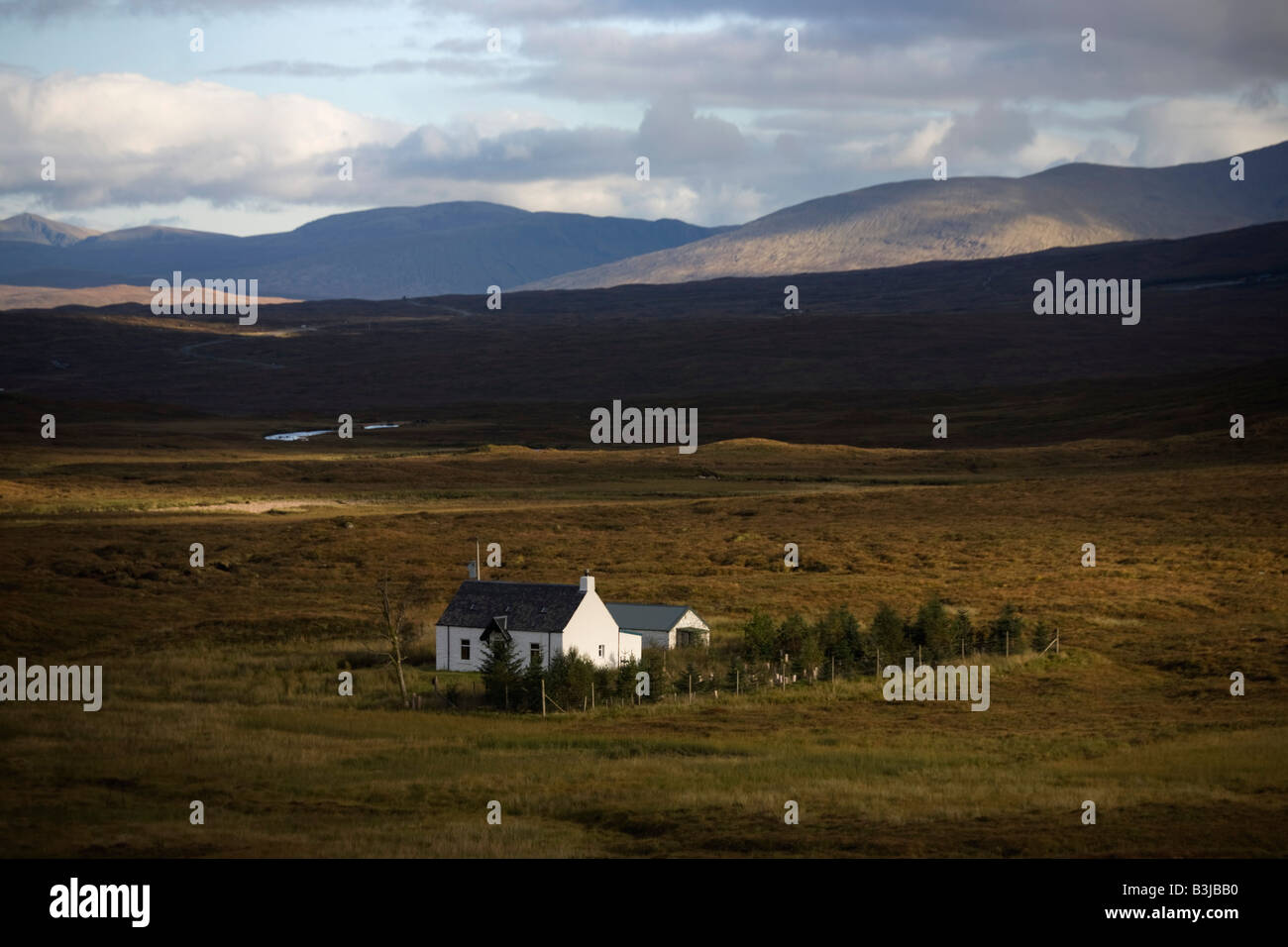 A crofter's cottage sits isolated in a deserted plain at Altnafeadh in the Glencoe region, Scottish Highland - Stock Image