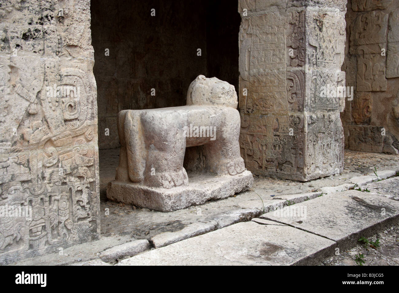 Stone Jaguar at the Entrance to the Great Ballcourt, Juego Pelota, Chichen Itza, Yucatan Peninsular, Mexico Stock Photo