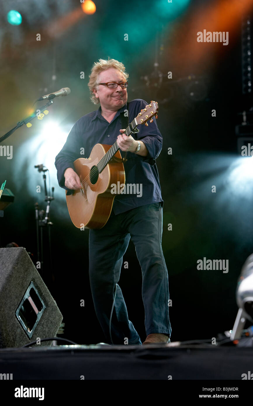 Paul Brady plays live on stage at the 2008 Fairport Cropredy Festival - Stock Image