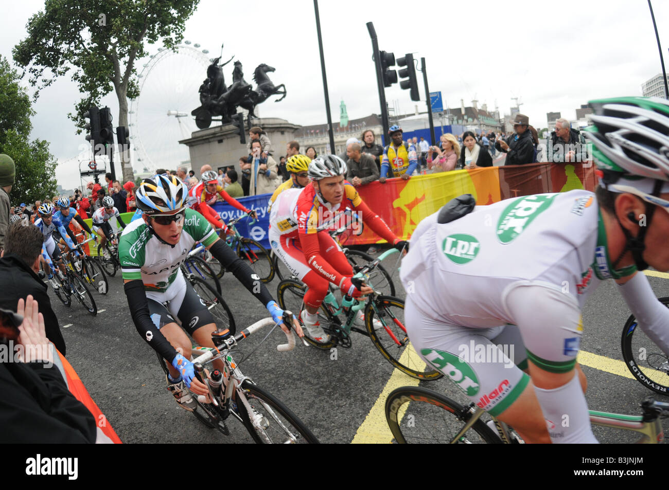 riders in the tour of britain cycle race go past the london eye on stage 1 90bf86a57
