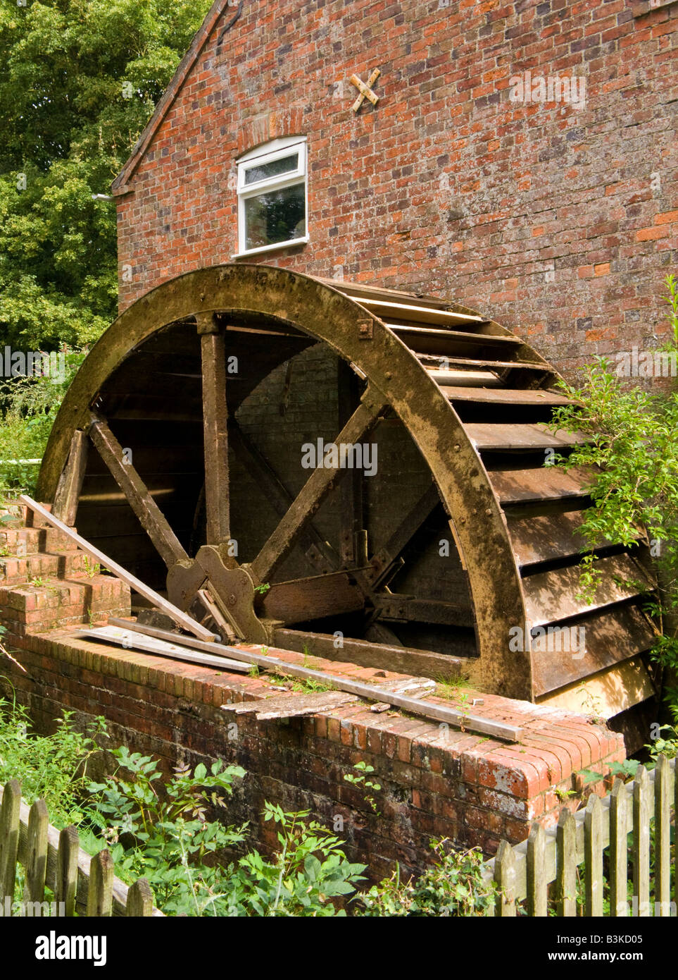 Disused Stockwith Water Mill wheel, Lincolnshire, England, UK - Stock Image