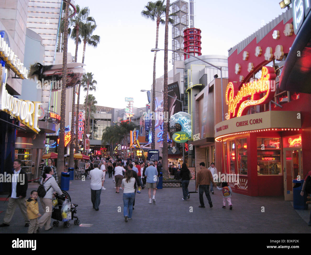 UNIVERSAL STUDIOS, Hollywood. Shops near the entrance to the Studios - Stock Image