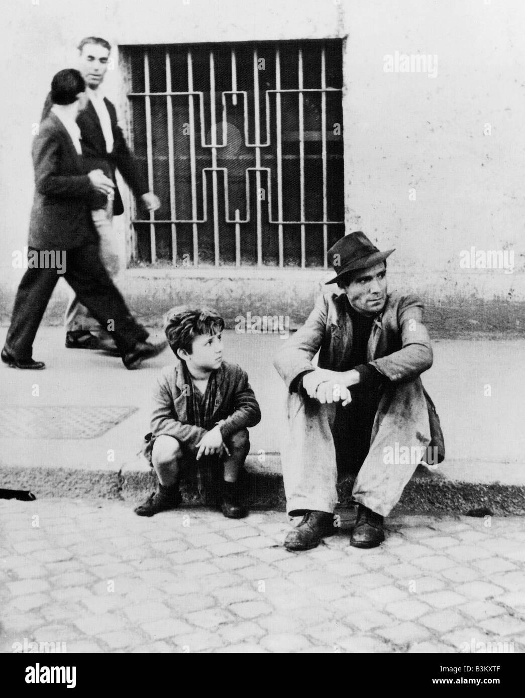 BICYCLE THIEVES 1948 PDS-ENIC film directed by Vittorio de Sica - Stock Image