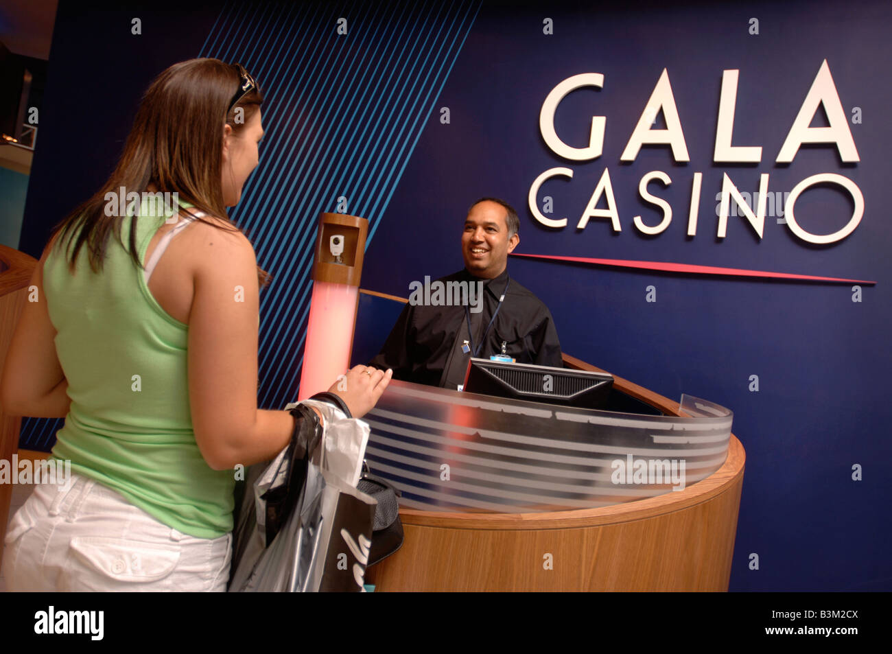 A SECURITY GUARD IN THE RECEPTION AREA OF A CASINO UK Stock Photo