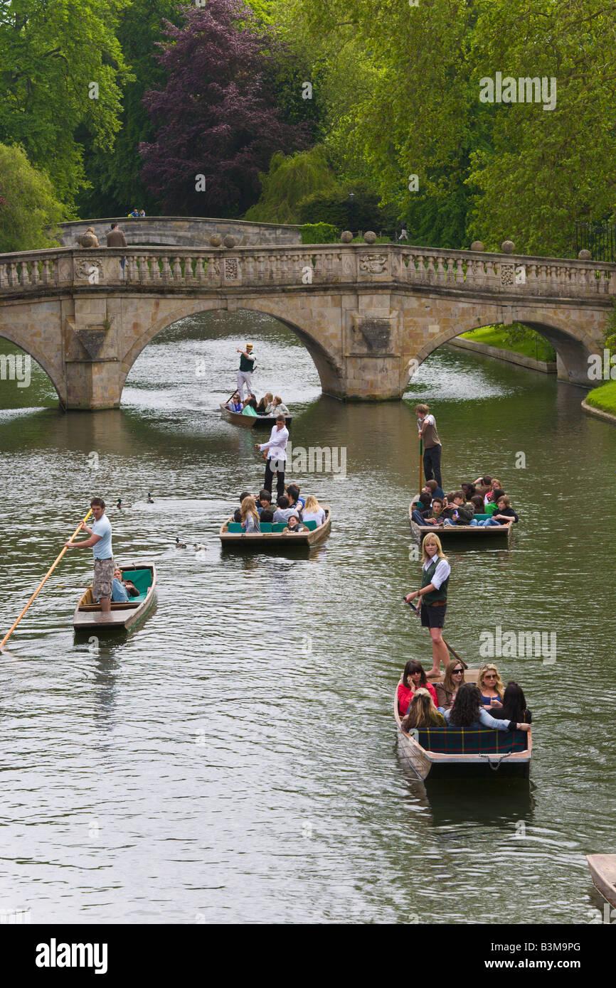 Punting on River Cam, Kings Bridge, Cambridge, England - Stock Image