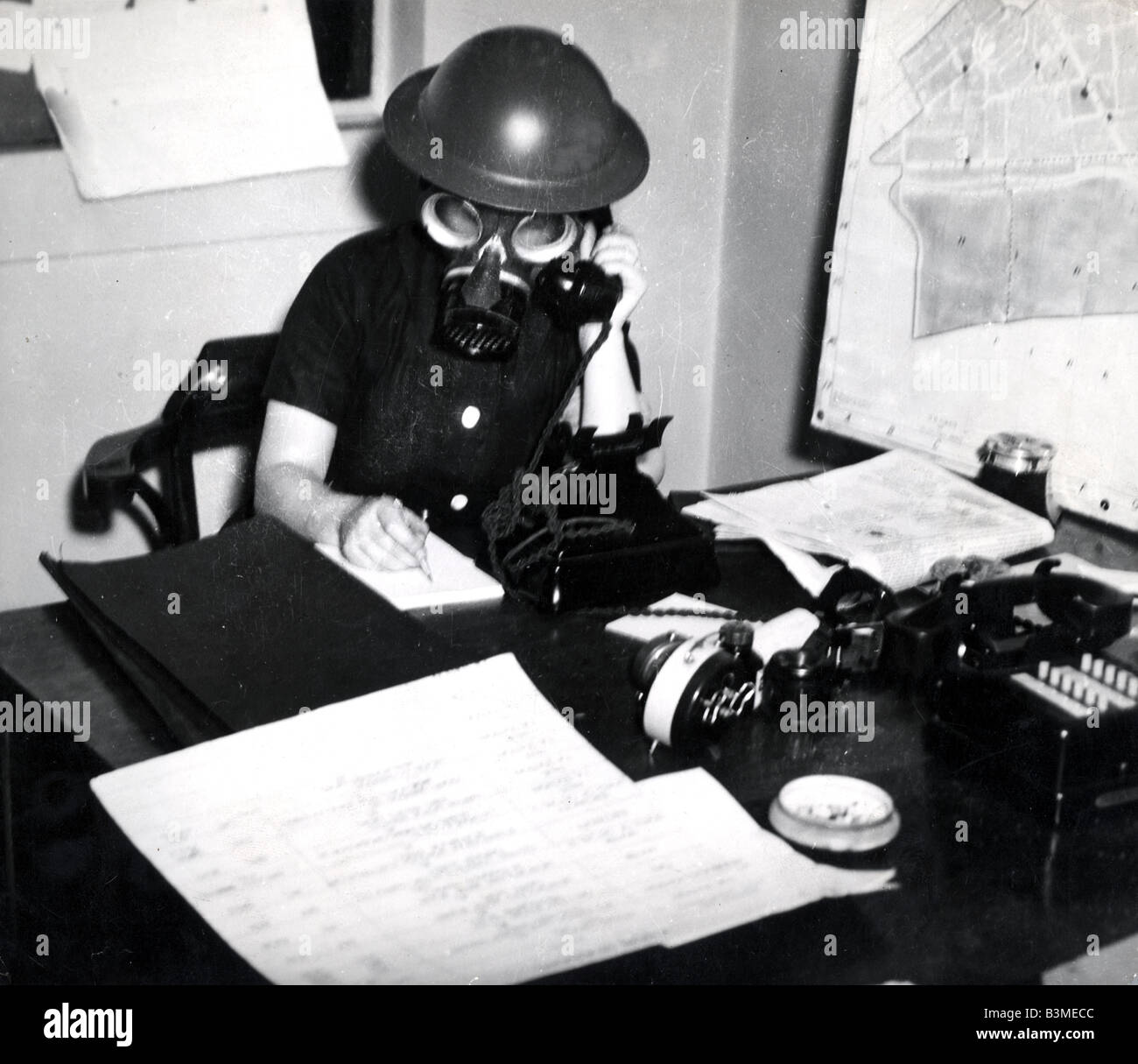 AUXILIARY FIRE SERVICE (AFS)  Volunteer fire fighter in London during World War Two - Stock Image
