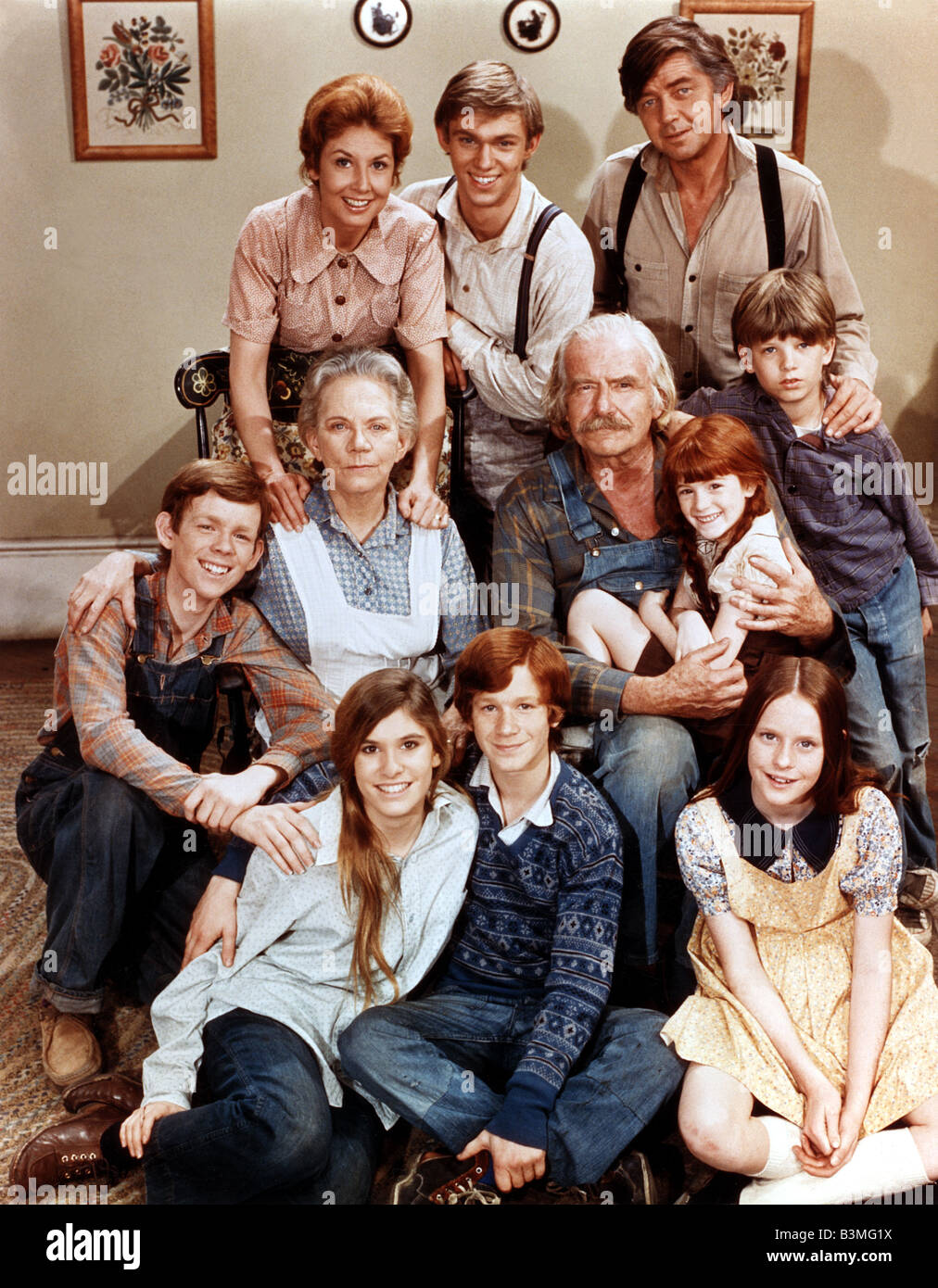 THE WALTONS  US Lorimar TV series 1972 to 1981 with top row from left: Michael Learned (sic) , Richard Thomas  and - Stock Image