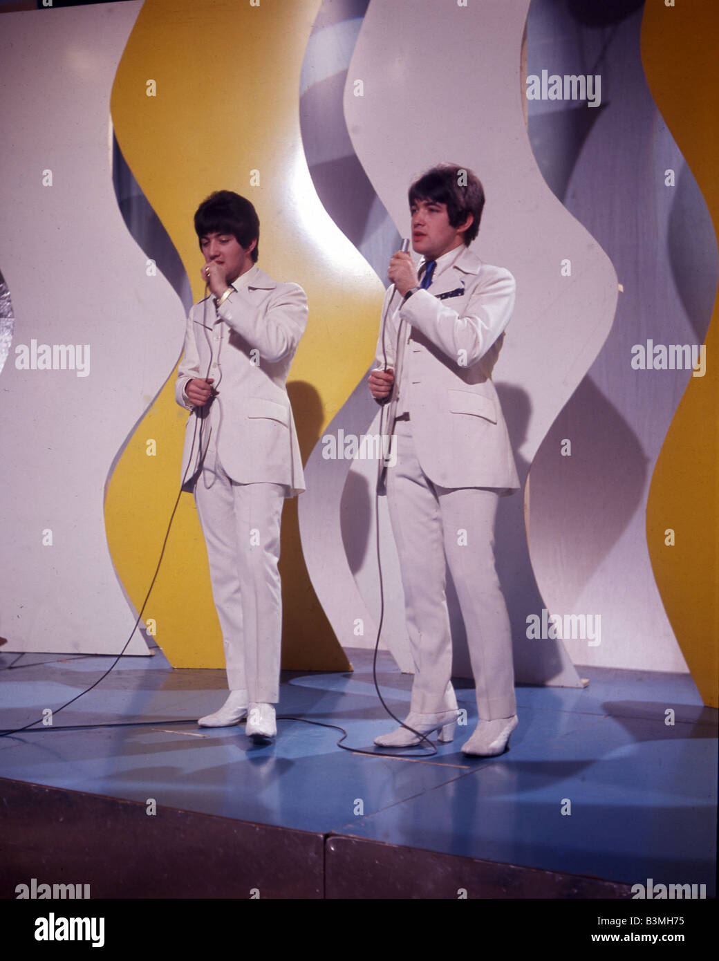 RYAN BROTHERS  UK pop duo in 1966 with Paul at left and Barry at right - Stock Image