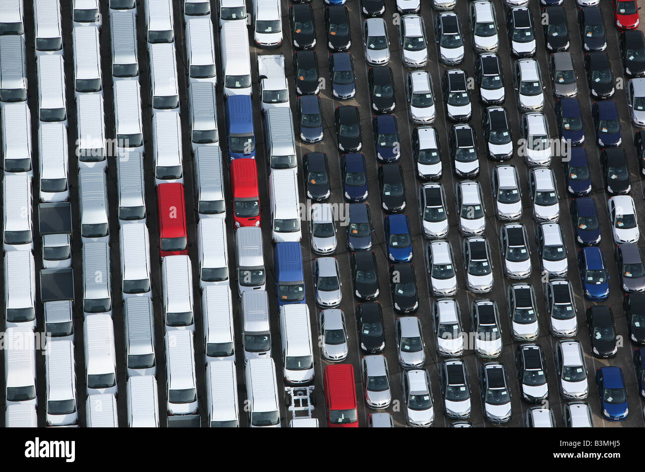 Cars and vans lined up at Southampton docks. - Stock Image