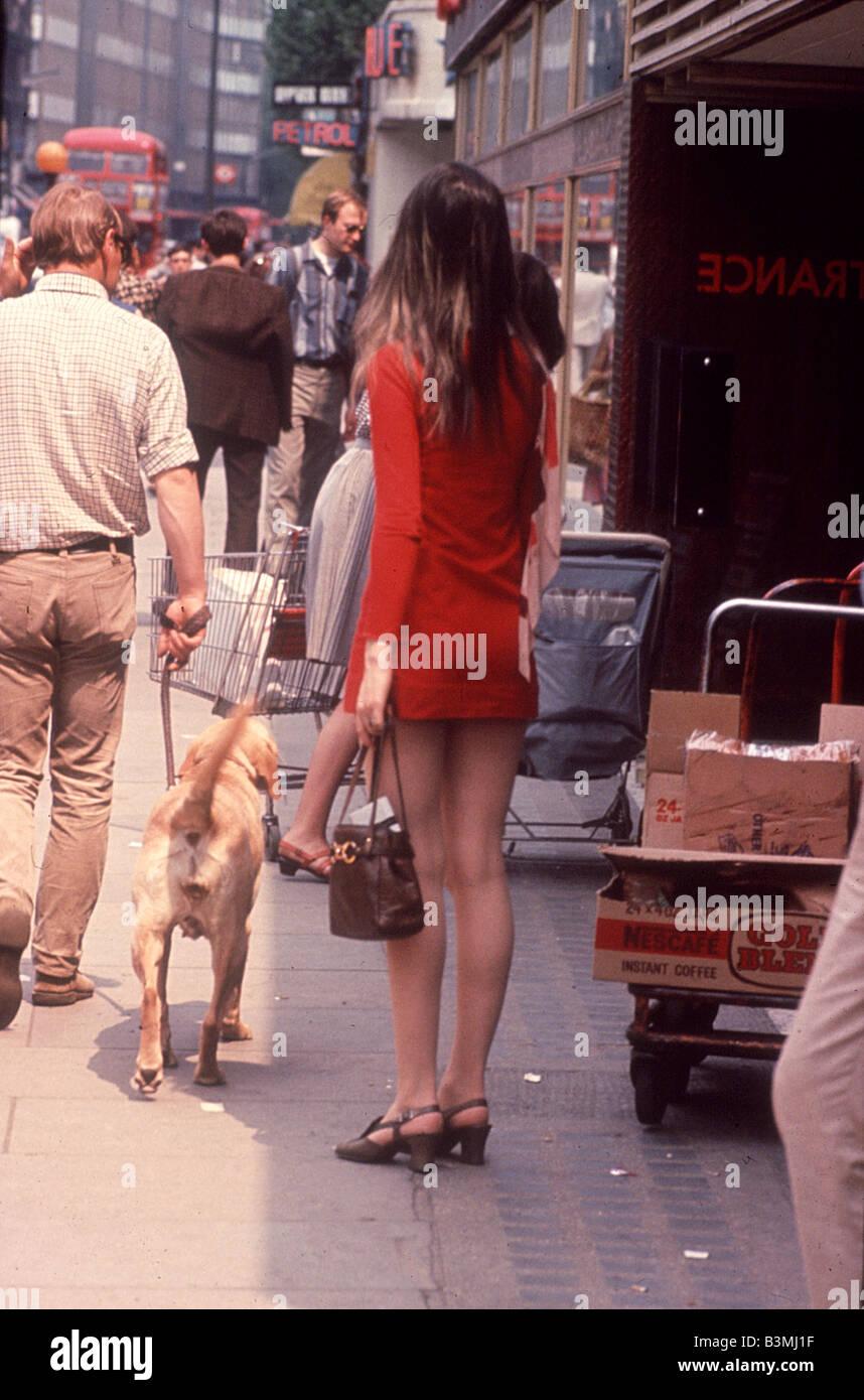 SWINGING LONDON along the Kings Road, Chelsea, in 1965 - Stock Image