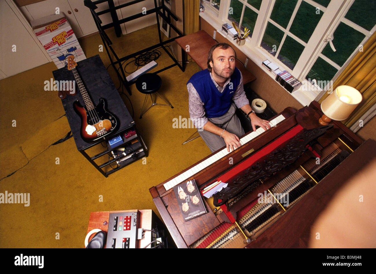 PHIL COLLINS  UK rock musician at home in 1984 Stock Photo