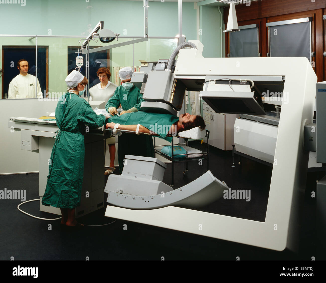 SURGEONS PERFORMING AN ANGIOGRAPHY IN OPERATION ROOM - Stock Image