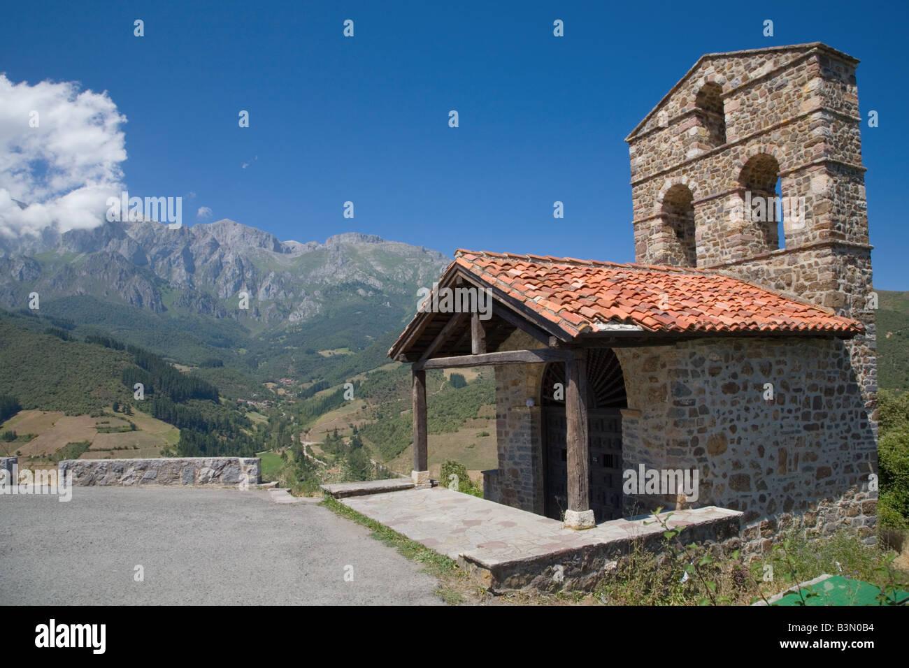 Ermita de San Miguel chapel near Potes in the Picos de Europa mountains - Stock Image