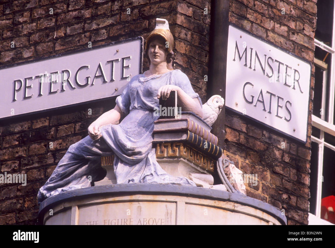 Minerva Roman Goddess of Wisdom York carved stone street figure by Wolstenholme books wise owl Petergate Minster - Stock Image
