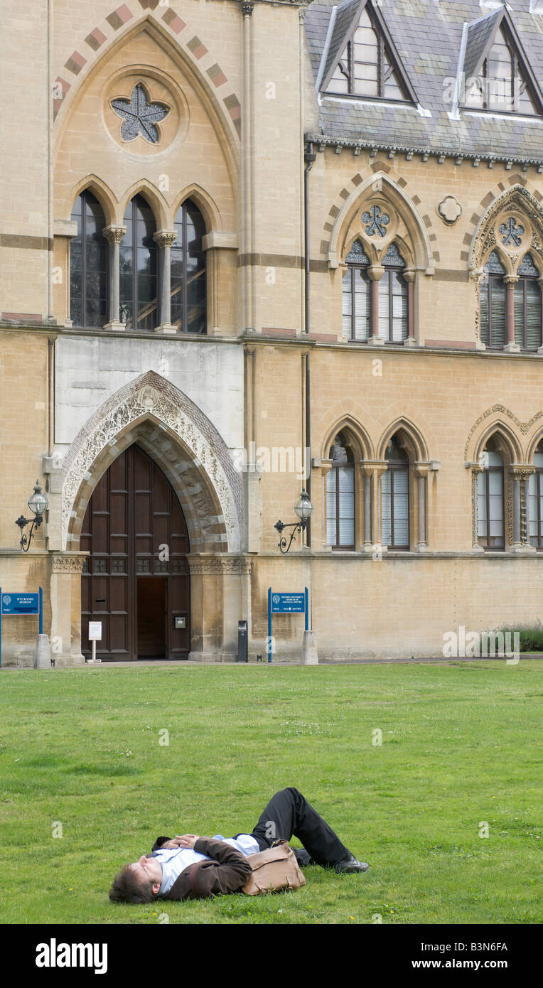 Relaxing outside the natural history museum + pitt rivers museum, university of Oxford, England. - Stock Image