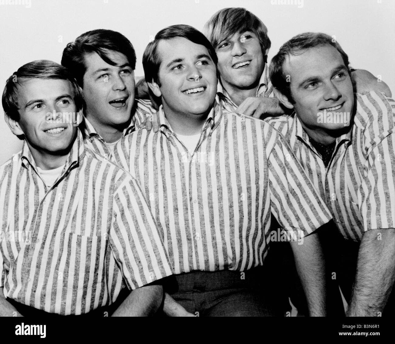 THE BEACH BOYS  US pop group in 1964 from left Al Jardine, Brian Wilson, Carl Wilson, Dennis Wilson and Mike Love - Stock Image