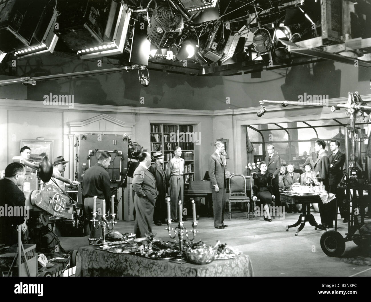 ROPE Alfred Hitchcock directing his 1948 Transatlantic film with James Stewart - Stock Image