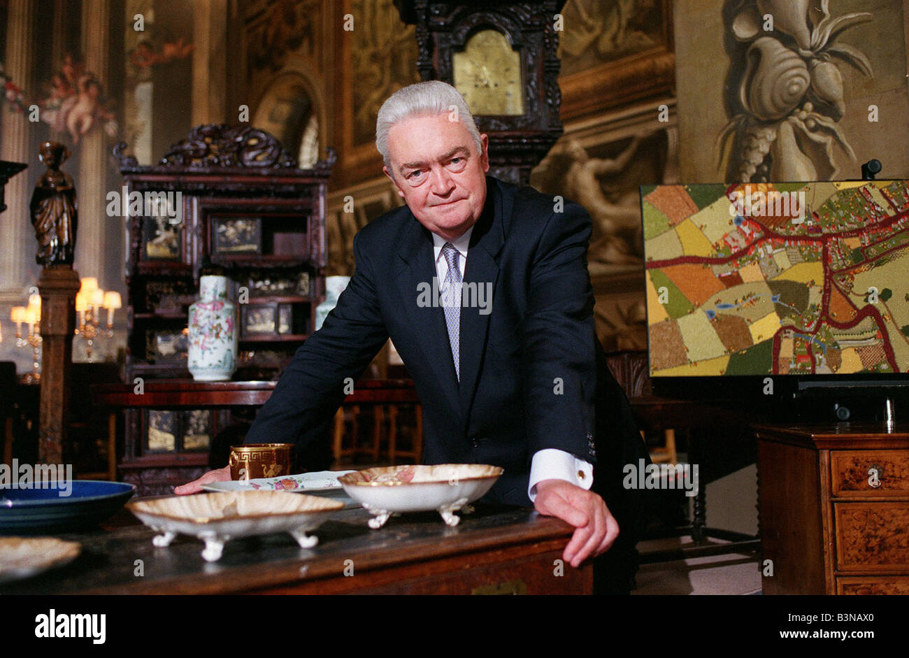 Hugh scully TV Presenter October 98 Presenter of The Antiques Roadshow on BBC1 - Stock Image