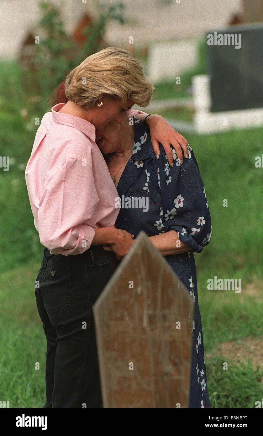 Princess Diana In Bosnia August 1997 Comforts The Mother Of A War