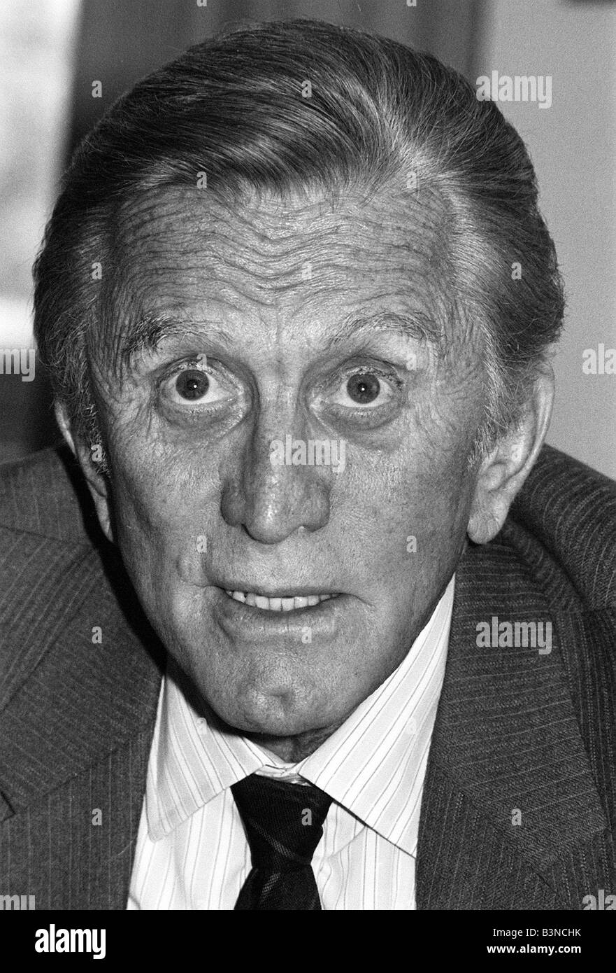 Kirk Douglas April 1987 at the Grosvenor House Hotel fot daily mirror interview with Bill Marshall - Stock Image
