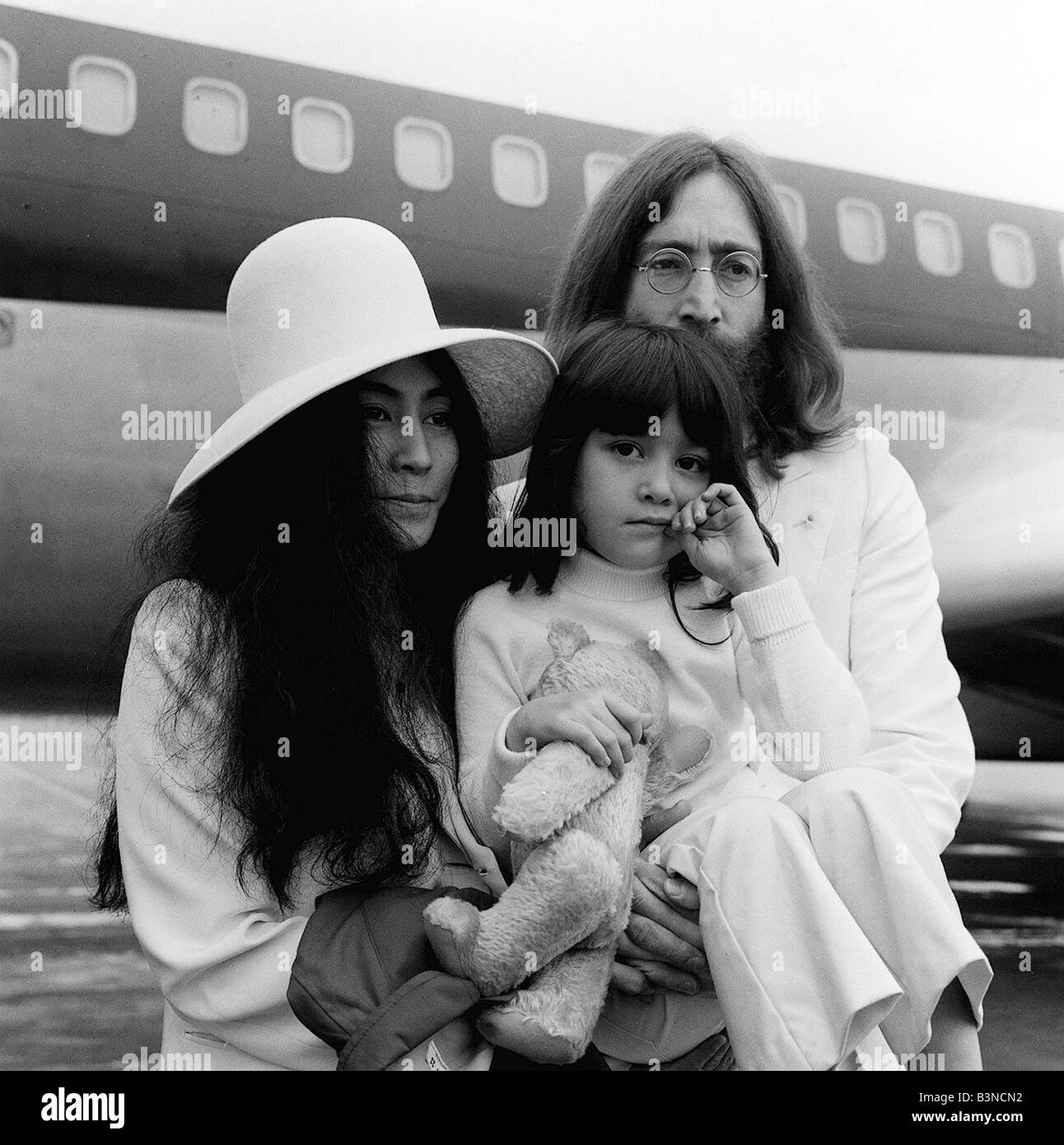 John Lennon And Yoko Ono May 1969 At Heathrow Airport With S Five Year Old