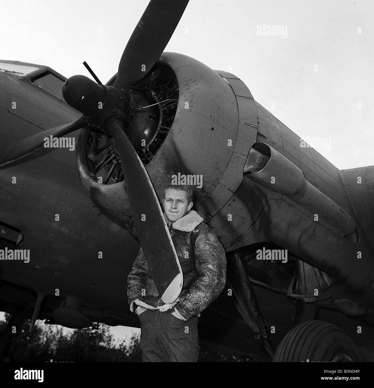 Steve McQueen Actor November 1961 filming the War Lover standing by Boeing B17 Flying Flying Fortress - RAF Bovingdon - Stock Image