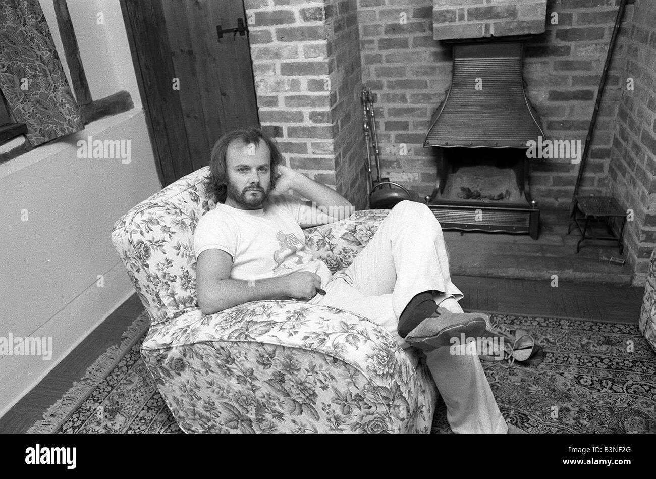DJ John Peel at home sitting in lounge 1975 John Peel BBC Radio 1 s longest serving DJ mirrorpix - Stock Image