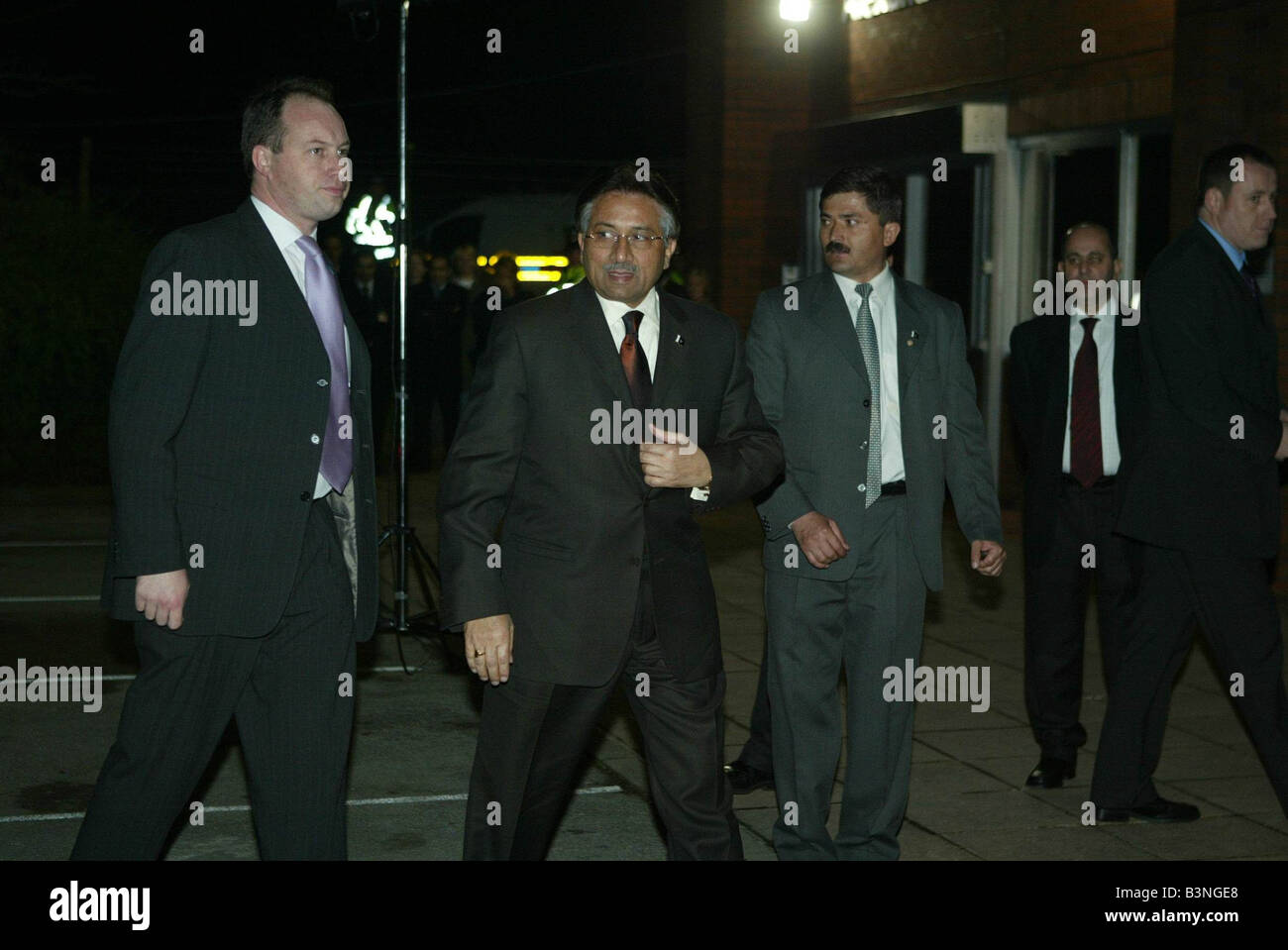 Pakistan President Musharraf arrives in Manchester with thight security December 2004 - Stock Image