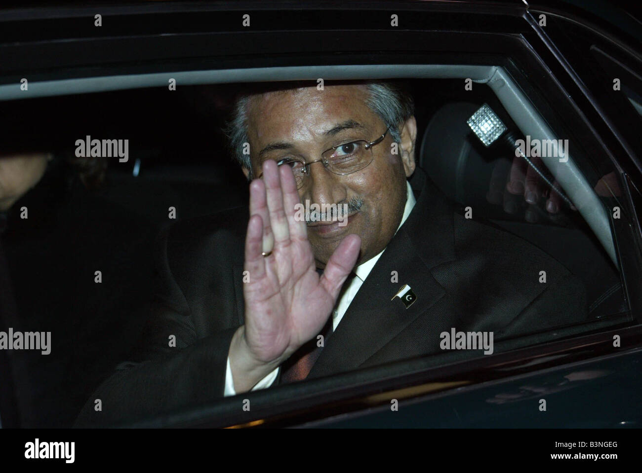Pakistan President Musharraf leaves Manchester surrounded by tight security December 2004 - Stock Image